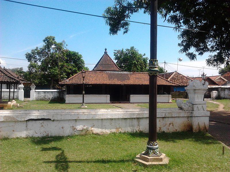 Berkas:Mosque of Keraton Kasepuhan.jpg