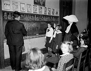 Music lesson - A teacher using a blackboard to illustrate a music lesson in New Orleans in 1940