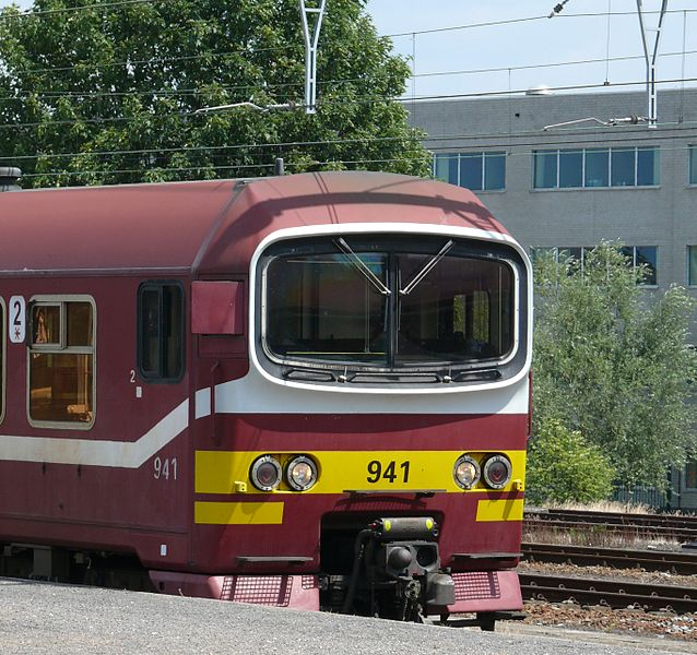 NMBS 941 (type MS86) in Vilvoorde railway station.