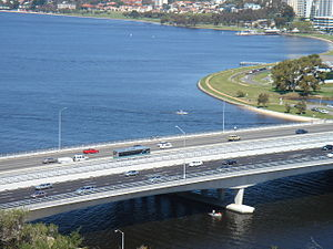 Kwinana Freeway - A Transperth bus travelling south in the bus transitway (Narrows Bridge, 2006)