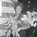 Nationaal Songfestival 1966. Milly Scott wint, Milly Scott bij scorebord, Bestanddeelnr 918-7509.jpg