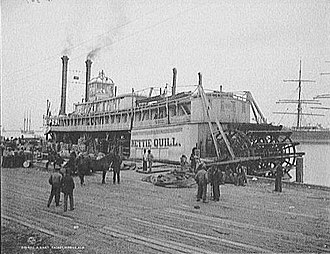 Paddle steamer - Nettie Quill, pictured in Alabama in 1906, shows a typical early sternwheeler design.