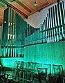 Neusäß, St. Ägidius (Hindelang-Orgel bei Nacht, türkis) (5).jpg
