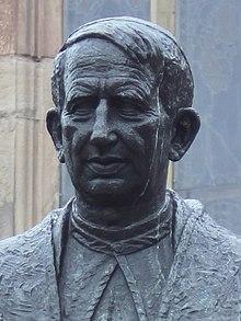 Novkastelo, kardinalo Hume.jpg