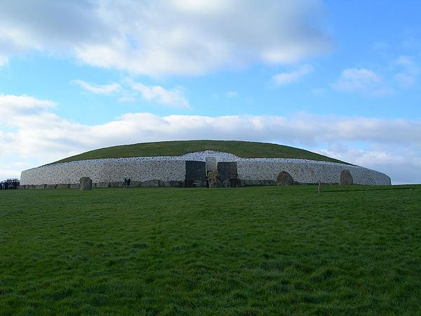 The Neolithic chambered tomb of Newgrange in County Meath, Ireland, originally constructed circa 3200 BCE, but later reconstructed in the 1970s. Newgrange.JPG