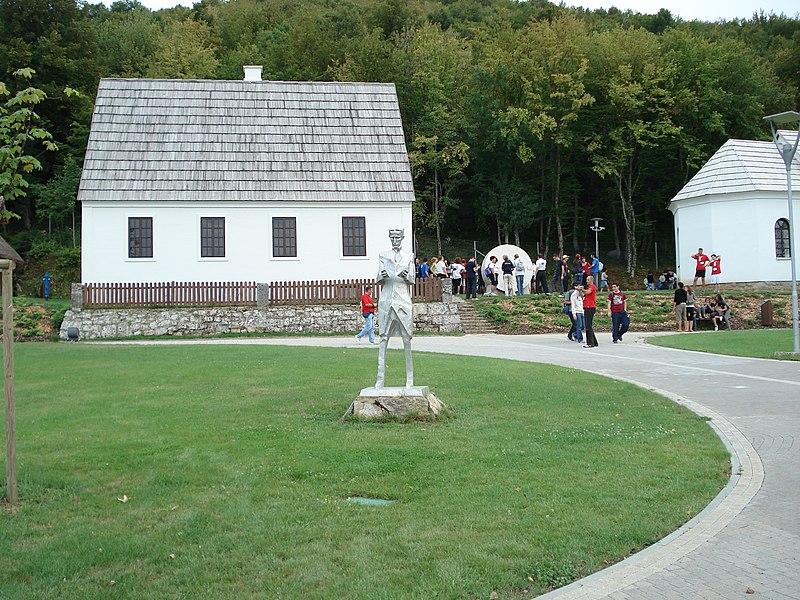 Ficheiro:Nikola Tesla Memorial Center.JPG