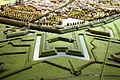 Noordwestelijke walmuur met Boschpoortbastion (l), Boschhoornwerk (m) en bastion Tettau (r), detail kopie Maquette van Maastricht, collectie Centre Céramique.JPG