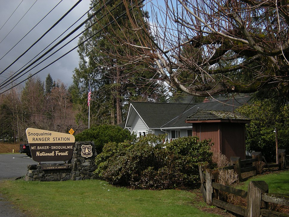 North Bend Ranger Station 01