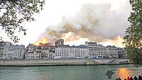 Notre-Dame de Paris, Incendie 15 avril 2019 19h23.12.jpg