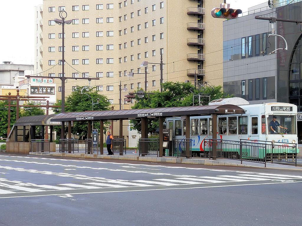 https://upload.wikimedia.org/wikipedia/commons/thumb/b/bc/Okaden_Shiroshita_station_01.jpg/1024px-Okaden_Shiroshita_station_01.jpg