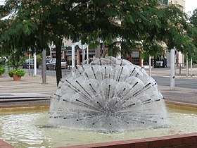 Fontaine, place de l'Indien (centre urbain de La Source)