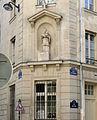 P1300724 Paris V rue Boutebrie Parcheminerie Statue St-Vincent rwk.jpg