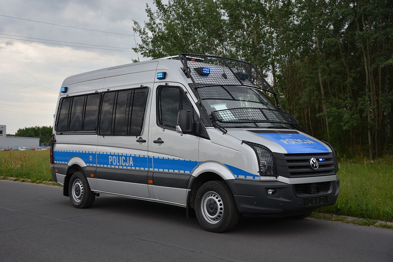 file:policja vw crafter furgon w - wikimedia commons