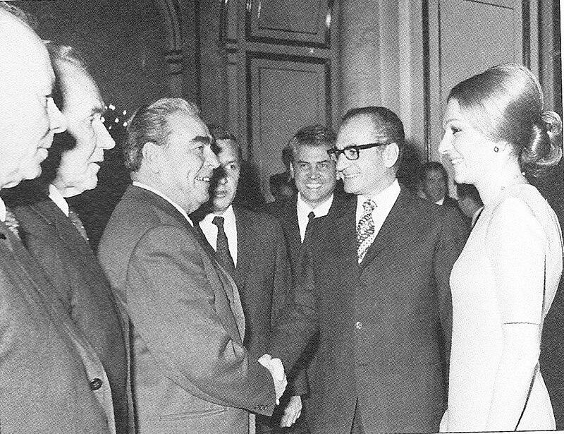 Pahlavi meets Brezhnev in 1970.jpg