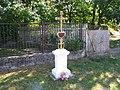 Pamětní kříž v Lesní ulici v Horním Bezděkově (Q66564911) 02.jpg