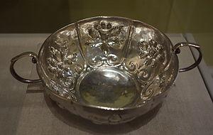Jacob Coenraedt Ten Eyck - Paneled brandywine bowl, c. 1730-1750, by Ten Eyck