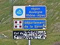 Panneaux Auvergne-Rhône-Alpes et Savoie au Petit-St-Bernard (été 2019).JPG