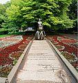 Parcul Copou (Bustul şi Teiul lui Eminescu privite dinspre mozaic).jpg