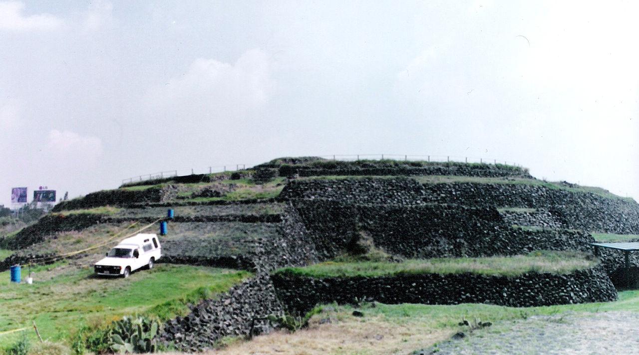 https://upload.wikimedia.org/wikipedia/commons/thumb/b/bc/Piramide_Cuicuilco_1.jpg/1280px-Piramide_Cuicuilco_1.jpg