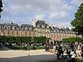 Place Vosges Paris Mai 2006 007.jpg