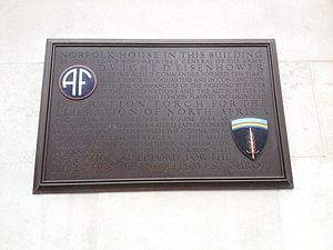 Norfolk House - Image: Plaque 1 on Norfolk House St James's Square London