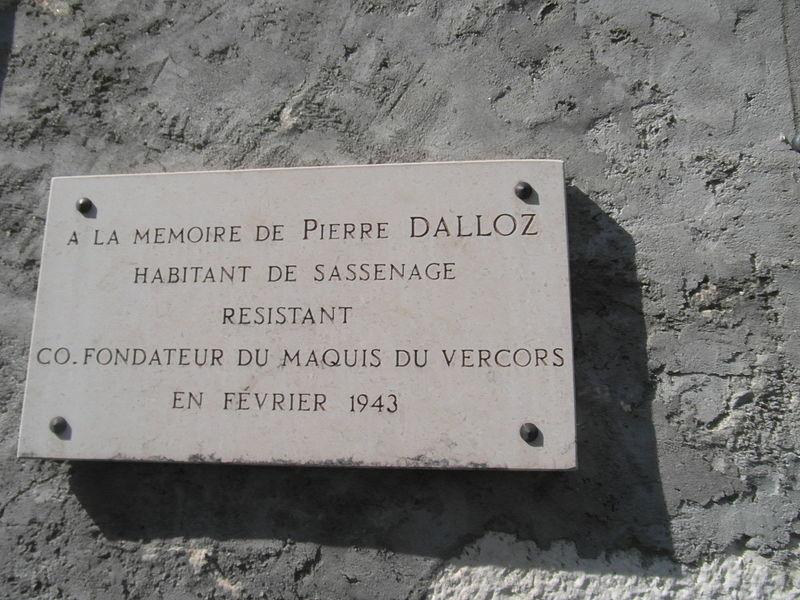 File:Plaque commémorative Dalloz à Sassenage.JPG