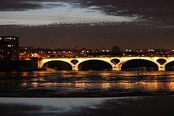 Pont des Catalans nuit.JPG
