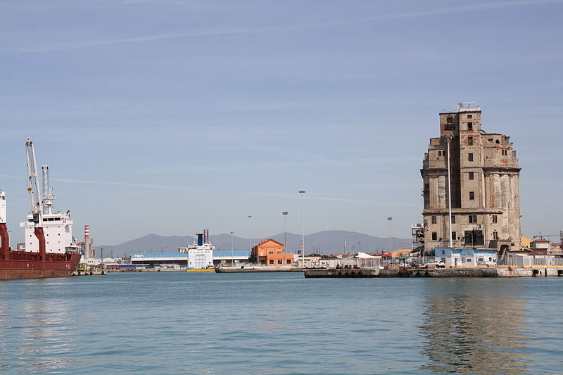File:Port of Livorno Cappellini dock 02 @chesi.JPG