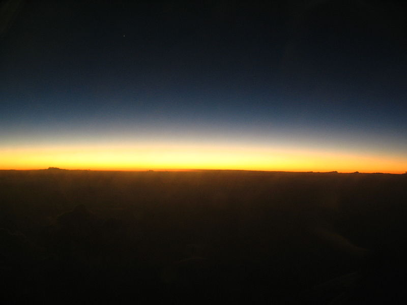 File:Post-sunset horizon from aircraft.JPG