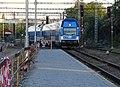 Praha-Hostivař, City Elefant přijíždí k provizornímu nástupišti.jpg