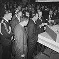 Prins Bernhard op de RAI, de Prins bij de Ford stand, Bestanddeelnr 917-4674.jpg