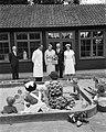 Prinses Beatrix bezoekt Friesland en Groningen, bezoek aan diverse instellingen, Bestanddeelnr 910-6329.jpg