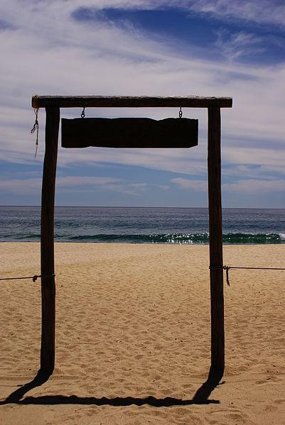 File:Puerta al mar.JPG