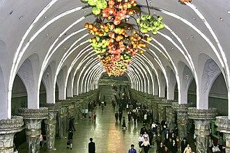 Pyongyang Metro - Image: Pyongyang Metro Ceiling