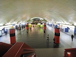 Auber Station - Image: RER Auber