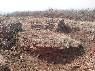 Pavurallakonda - Image: Remnants of a Buddhist Stupa at Pavurallakonda near Bhimili