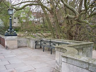 Richmond Bridge, London - Alcove on the site of a former tollbooth