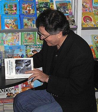 Roberto Ampuero - Roberto Ampuero signing Nuestros años verde olivo in Feria Chilena del Libro of Viña del Mar (01/09/09)