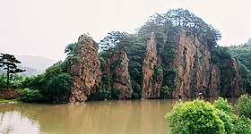 Rocks on Hunjiang river near Huanren - panoramio.jpg