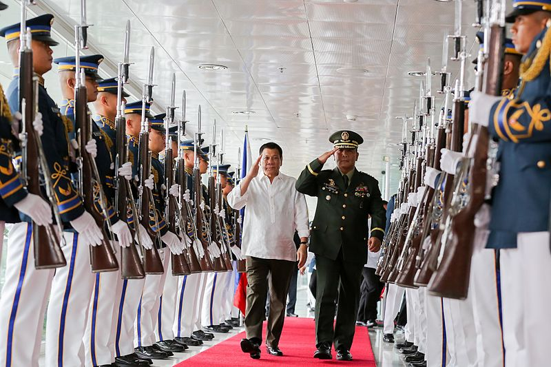 File:Rodrigo Duterte, accompanied by Armed Forces of the Philippines Chief-of-Staff General Ricardo Visaya, walks past the honor guards at the NAIA Terminal 2 in Pasay City prior to his departure for Vietnam on September 28.jpg