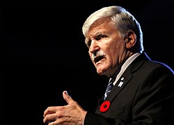 Romeo Dallaire 2017 St. Josephs Gesundheitsstiftung London Ontario 02.jpg