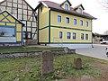 Rottleberode - Altes Schulhaus, Kreuzstein und Grenzstein.jpg