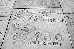 260px-Roy_Rogers_Prints_at_the_Chinese_T