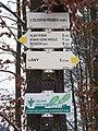 Rozcestí U Zeleného průseku, směrovky.jpg