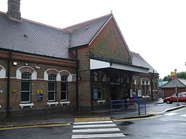 Ruislip station building.JPG