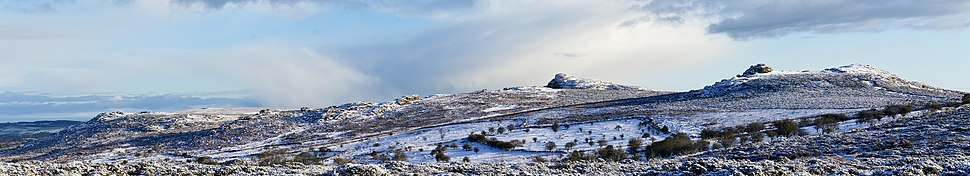 Saddle tor to Hey tor pano