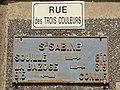 Sainte-Sabine-sur-Longève (Sarthe) plaque de cocher, rue des Trois Couleurs.jpg