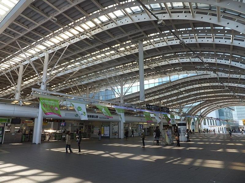 File:Saitama-Shintoshin Sta.-concourse 20151101a.jpg