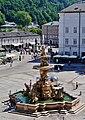 Salzburg Residenzplatz Brunnen 1.jpg