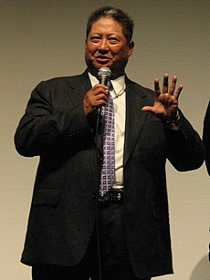 https://upload.wikimedia.org/wikipedia/commons/thumb/b/bc/SammoHung.jpg/230px-SammoHung.jpg